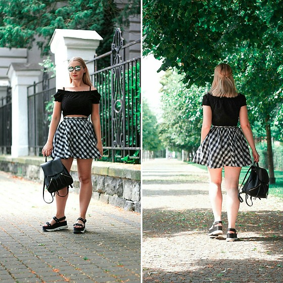 Petra - H&M Black Off Shoulder Crop Top, H&M Retro Gingham Skirt, Stradivarius Platform Sandals - Sunday funday.