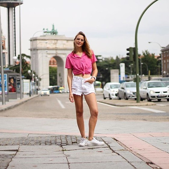 Ecoblogger Cristina Carrillo - Adidas Deportivas, Pull & Bear Short - Good morning!
