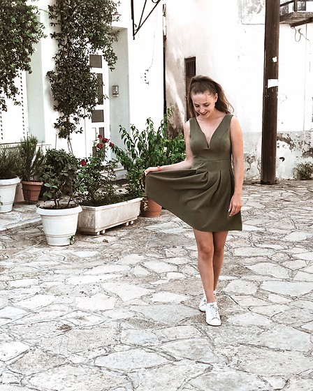 Vera Vonk - Dress, Adidas Stan Smith Sneakers - Dress up