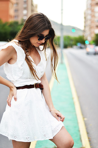 Lara Siles - Zaful Dress, Glassesshop Sunglasses - WHITE CITY
