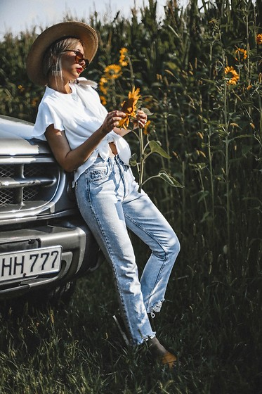 Queen Horsfall - Siwy Denim, Queenhorsfall Find More On - Country Girl