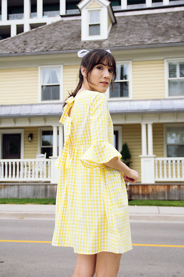 Carolina Pinglo - Shein Dress - Yellow Gingham
