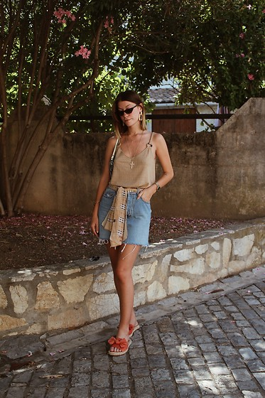 Marion Style - Stradivarius Top, Bershka Skirt, Forever 21 Sandals, Burberry Scarf - Casual outfit
