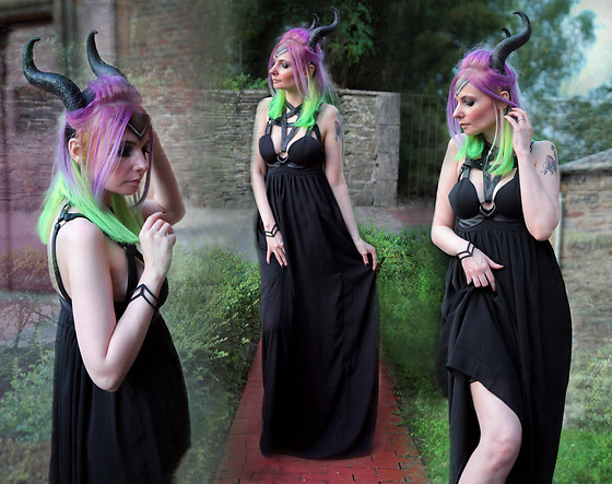 Darkrevette - Restyle Pentagram Dress, Restyle Evil Horns, Rogue + Wolf Rune Od Guidance Cuff - Diablesse