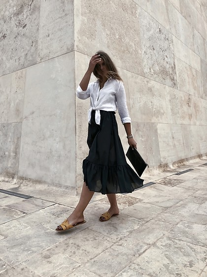 Sigita Mušauskaitė - Glorious Beach Living Shirt, Glorious Beach Living Skirt, Zara Sandals, Kenzo Clutch - Valletta stories