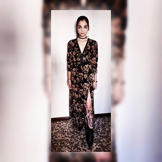 Katherine - Forever 21 Long Printed Dress With Cuts On Both Sides And V Neck, Asos Pointed Boots - Femme Fatale.