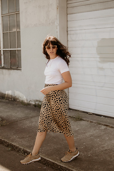 Tonya S. - Realisation Par Leopard Skirt, Nike Air Max 97, Vintage White Tee, Lucy Folk Sunnies - Leopard Skirt