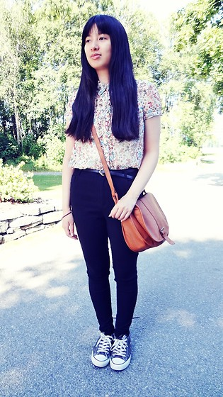 Dina N. - Lindex Floral Blouse, H&M Brown Bag - 70's