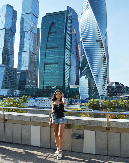 Kristina E. - H&M Top, H&M Shorts, Asos Wedge Sandals - Moscow City
