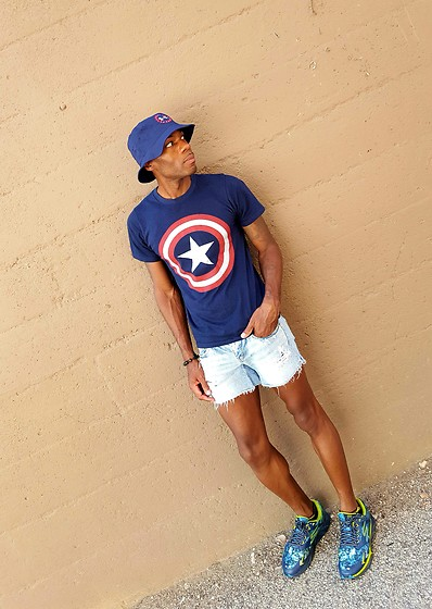 Thomas G - American Eagle Outfitters Cut Off Distressed Denim Shorts , Under Armour Bucket Hat , Marvel Captain America, Cross Bracelet, Go Run Forza Skechers - Never-ending summer ; )