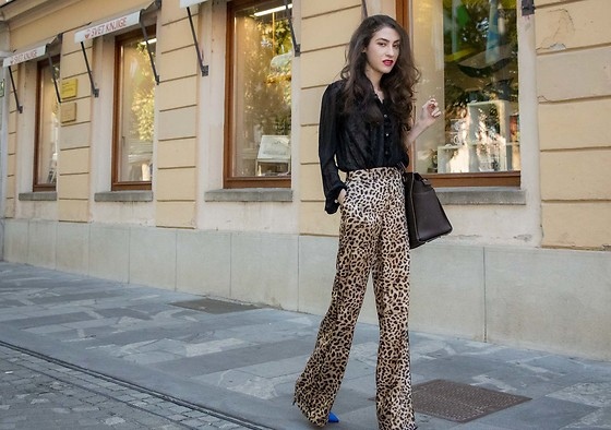 Veronika Lipar - Gianvito Rossi Blue Pumps, Zara Leopard Print Wide Leg Pants - YES, YOU CAN WEAR LEOPARD PRINT TO WORK TOO