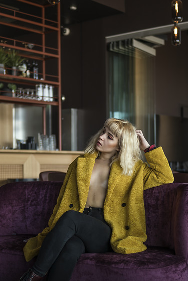Ninni Wallin - Zara Mustard Coat - Honey