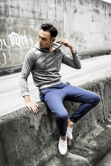 Melody CNF - Canifa Hoodie, Canifa Navy Jogger Pants, Converse White Canvas Shoes - Brave spirit in Street style