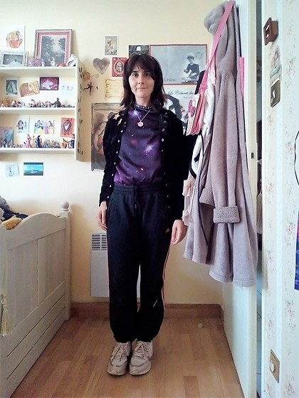 Lulu Longstocking - Velvet Cardigan, Galaxy Sweater, Adidas Sweatpants, Sneakers - Sportswear
