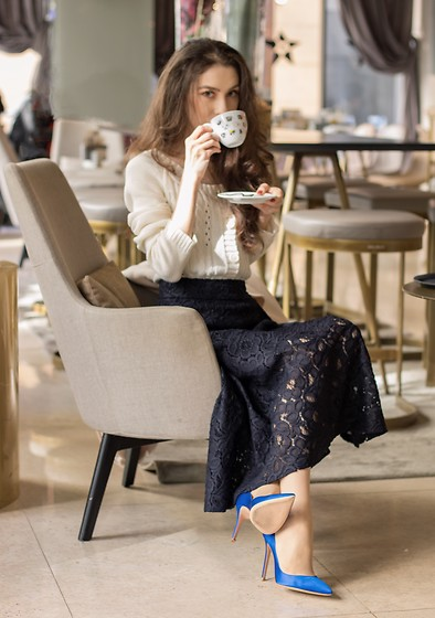 Veronika Lipar - Gianvito Rossi Blue Satin Pumps, H&M Black Midi Skirt, Mango Off White Cable Knit Cardigan - FASHIONABLE, COSY AND LADYLIKE: THIS FALL SUNDAY BRUNCH OUTF
