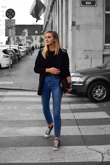 Katarina Vidd -  - Blazer with sneakers