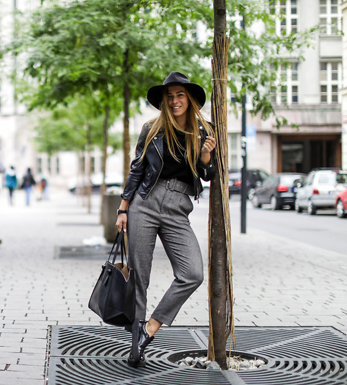 Eliska H. - Zara Pants, Puma Fenty Sneakers, Bershka Leather Jacket - Super High Waist
