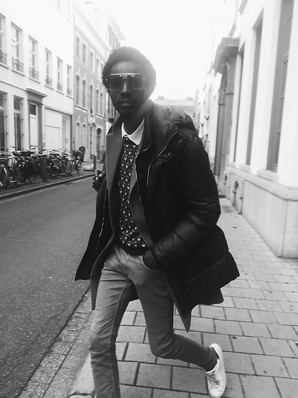 Jon The Gold - Strellson Puffer Coat, Antwrp Jeans, Adidas Stan Smith Sneakers, Chloé Sunglasses - Strellson Puffer Coat