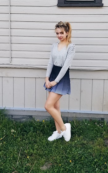 boleto antes de Bienvenido  Tay - American Apparel Ombré Gradient Navy Tennis Skirt, Adidas White  Superstar Sneakers, American Eagle Outfitters Lace Up Shoulder Sweater -  Gradient tennis skirt   LOOKBOOK