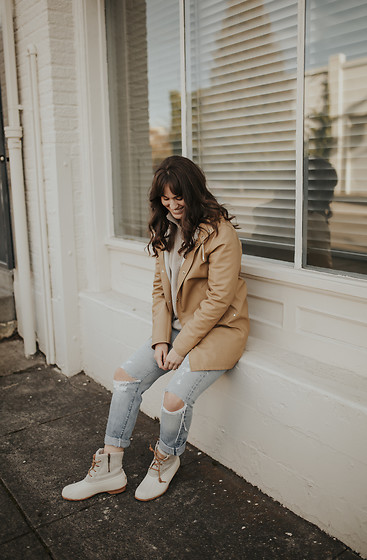 Tonya S. - Sperry Duck Boots, Stutterheim Coat, Vintage Jeans - Ready for Winter with Sperry!