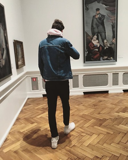 Uldis Antons - Nike Sneakers, Zara Jeans, H&M Denim Jacket, Zara Hoodie - The gaps in between.