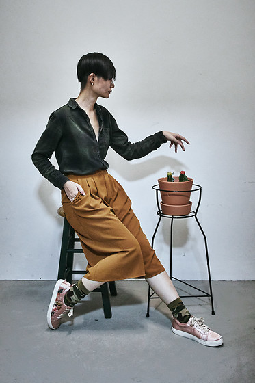 Ren Rong - Cotton On Shirt, Mango Pants, Stance Socks, Zalora Shoes - Plant-inspired