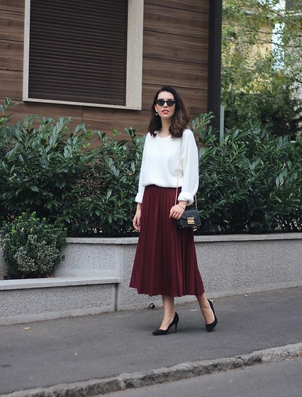 Jelena - H&M White Sweater, H&M Plated Skirt, Furla Crossbody Bag, Asos Pointy Heels - Fluffy sweater