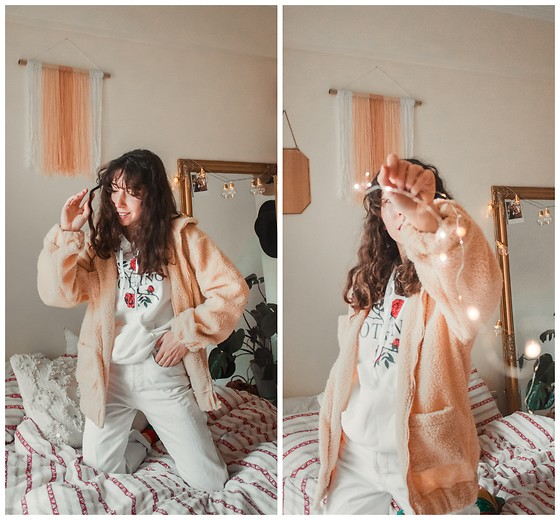 Theoni Argyropoulou - Teddy Bear Jacket, Hoodie, Levi's® Vintage Mom Jeans - Cosy at Home on somethingvogue.com
