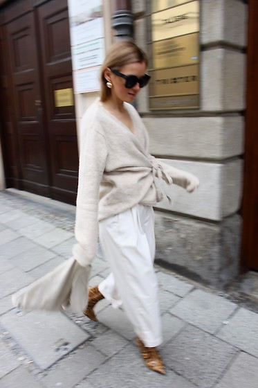 Anna Borisovna - Mango Earrings, Cos Sweater, Zara Pants, H&M Shoes, Mango Bag - Beige on www.annaborisovna.de
