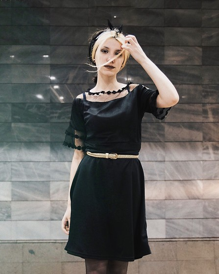 Wonderstyle - H&M Black Mini Dress, Stradivarius Golden Braid Belt - Minimalism it is