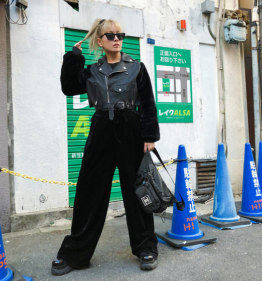 Vita Chen - Vii & Co. Fuzzy Sleeves Moto Jacket, Chanel Vintage Sport Fanny Pack - おおさか