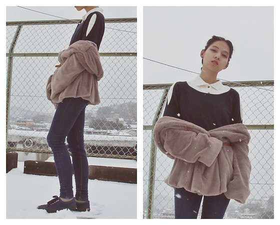 Tram Anh - Peach John Cut Out Sweater, Kleiderkreisel Vintage Shirt, Fluffy Fake Fur Coat, Comme Des Garçons Jeans, Vans Sneakers - 雪
