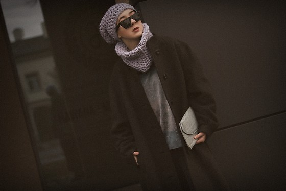 Ewa Macherowska - Second Hand Coat, Bershka Jeans, Goshko Blouse, La Czapa Kabra Beanie & Scarf Set, Pacze Sunglasses, Manzana Bag - Winter 2019