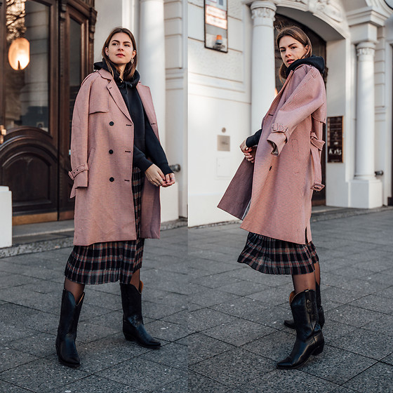 Jacky - Minimum Coat, H&M Hoodie, Minimum Skirt, Black Palms Shop Old West  Boots - Casual Chic Winter Style: Pleated Skirt and Cowboy Boots | LOOKBOOK