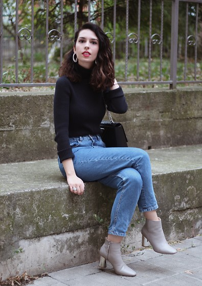 Jelena - Gap Black Turtleneck, Zara Mom Jeans - Winter to spring trends