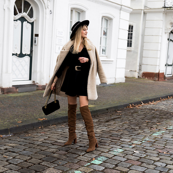 Catherine V. - Asos Boater Hat, Only Fluffy Coat, Zara Dress, Zara Belt, Stradivarius Over The Knee Boots, Gucci Marmont Velvet - My Valentine'S day outfit