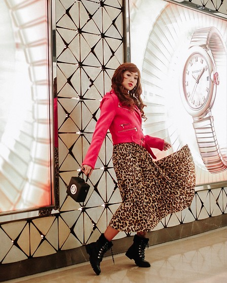 Aiiness .com - Unif Dont Worry Be Happy Bag, Forever 21 Boots, H&M Leopard Skirt, Stradivarius Biker Jacket - Dont worry be happy