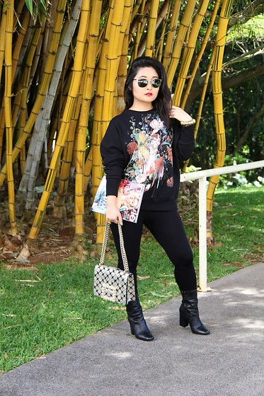 Kristen Tanabe - Alexander Mcqueen Floral Sweatshirt, Simply Styled Black Leggings, Bettye Muller Black Boots, Kate Spade Baroque Buckle Purse, Ray Ban Aviator Sunglasses - The Beauty in Moody Floral