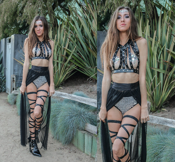 Jenny M - Iheartraves Faux Leather Studded Harness, The Gipsy Shrine Crystal Pasties, Iheartraves Bejewelled Booty Shorts - BLACK MAGIC FESTIVAL LOOK // @thehungarianbrunette