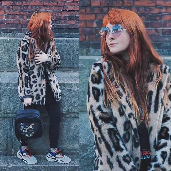 Samantha Elise - Ita Bag, Primark Chunky Sneakers, Primark Circle Sunglasses, Primark Faux Fur Jacket, Express Leggings, Primark Fishnet Socks, Blade Runner Tshirt - Faux fur jackets match everything