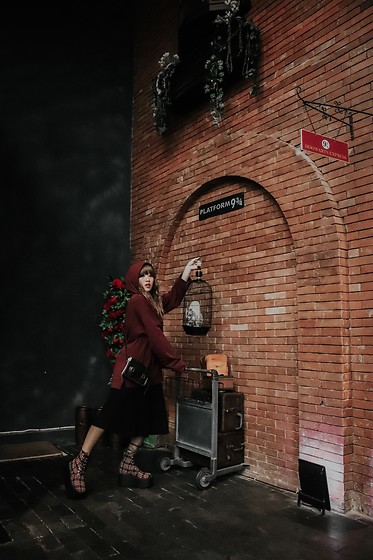 Aiiness .com - Puma Fenty University Oversized Sweater With Hood And Lace Up Detail, Dr. Martens Mini Satchel Bag, Unif Oi Combat Boots Red Tartan - Off to Hogwartz!