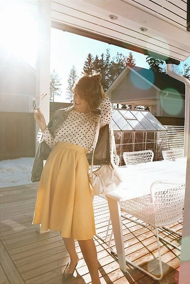 Josefin T -  - Yellow skirt