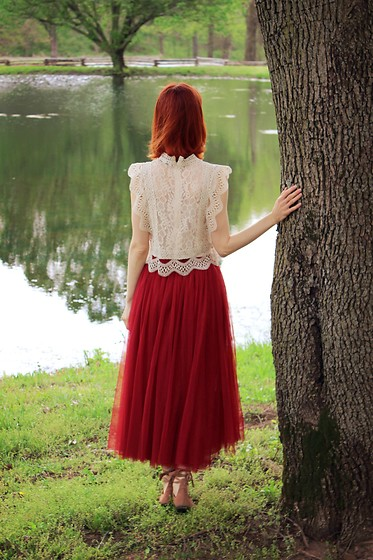 Bleu Avenue Ofbleuavenue - Chic Wish Your Sassy Start Sleeveless Lace Crochet Top In Beige, Rosegal Wine Red Tulle Skirt - The Still Waters