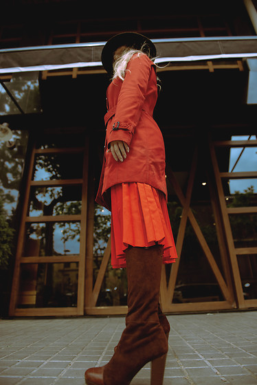 Sabina Bacevich - Burberry Red Trench Coat, Vintage Pleated Skirt, Shein Hat, Knee High Suede Booties - Dominate
