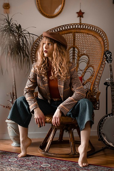 Alexe Bec - & Other Stories Top, & Other Stories Blazer, & Other Stories Jeans - The sweet sound of banjo