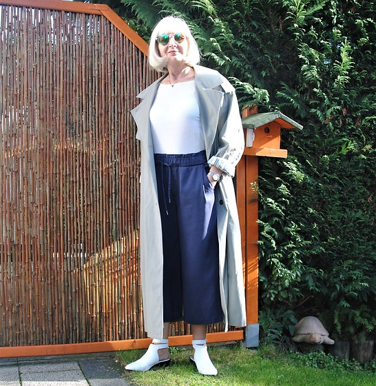 Reni E. -  - Spring look with vintage trench