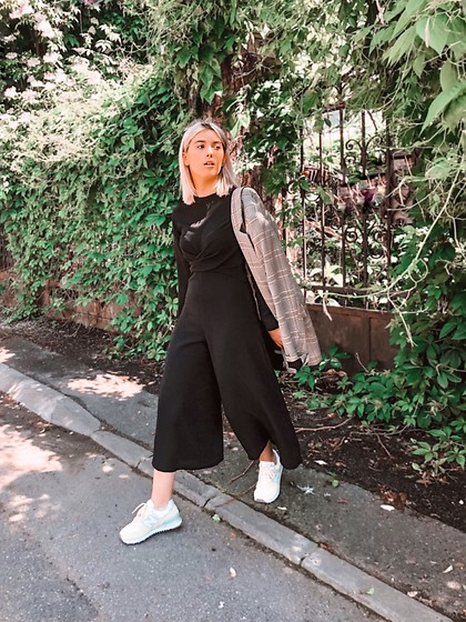 Vlada Avornic - Isawitfirst Jumpsuit, New Balance Sneakers, Pull & Bear Blazer - Hello weekend