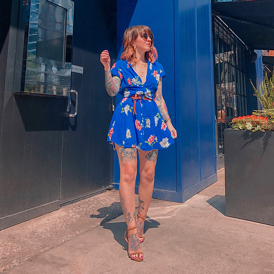 Jessie Bee - Nude Heel, Thrifted Blue Floral Dress, Double Wrap Belt, Madewell Fest Aviators, Ettika Double Coin Pendant Necklace - The Good Kind of Blue