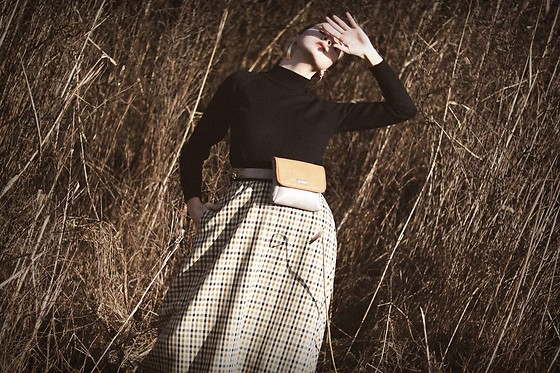 Ewa Macherowska - Terrastyl Skirt, I Fashion Mia Sweater, Waisted Bag, Zaful Earrings - Sunshine