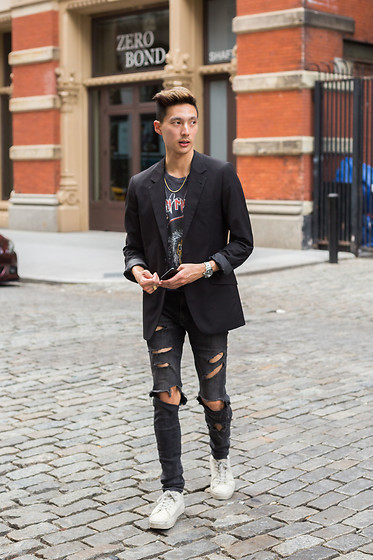 Topher Park - H&M Blazer, Saturdays Nyc White Sneakers, Seven 50 Gold Chain, Hot Topic Distressed Tee - NY | 뉴욕